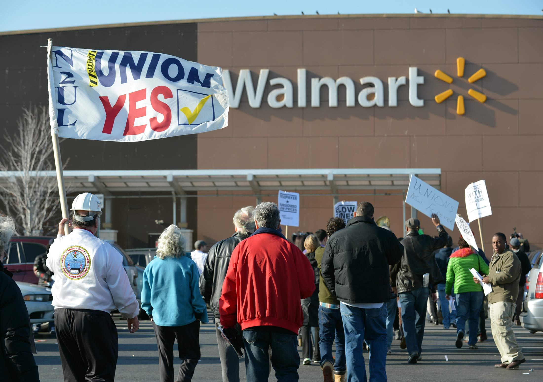 How Walmart Keeps an Eye on Its Massive Workforce